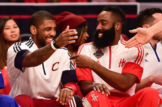 Воскресенье. Нью-Йорк. Матч звезд НБА. Восток – Запад – 158:163. Кайри ИРВИНГ и Джеймс ХАРДЕН. Фото Reuters