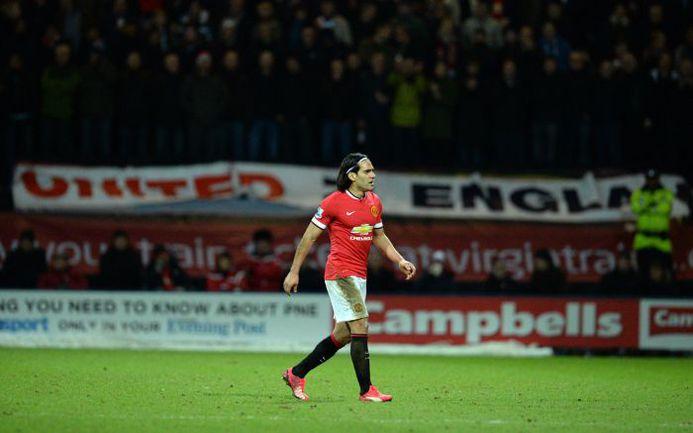 """Понедельник. """"Престон"""" - """"Манчестер Юнайтед"""" - 1:3. Радамель ФАЛЬКАО покидает поле в результате замены. Фото AFP"""