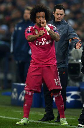 """Среда. Гельзенкирхен. """"Шальке"""" - """"Реал"""" - 0:2. 79-я минута. МАРСЕЛУ празднует второй гол гостей. Фото AFP"""