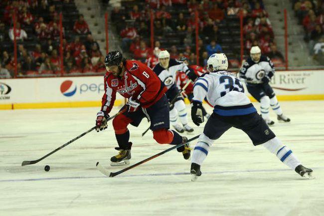 "Четверг. Вашингтон. ""Вашингтон"" – ""Виннипег"" – 5:1. В атаке Александр ОВЕЧКИН. Фото НХЛ."