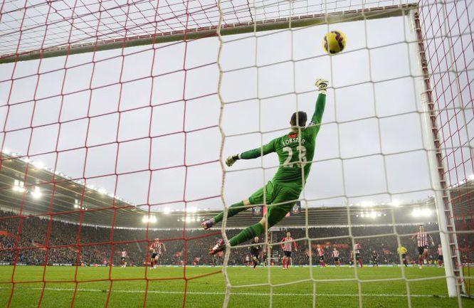 """Воскресенье. Саутгемптон """"Саутгемптон"""" - """"Ливерпуль"""" - 0:2. 3-я минута. Гол Фелиппе КОУТИНЬЮ. Фото REUTERS"""
