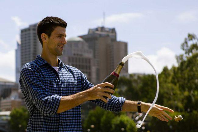 2 февраля. Мельбурн. Новак ДЖОКОВИЧ празднует победу на Australian Open. Фото REUTERS