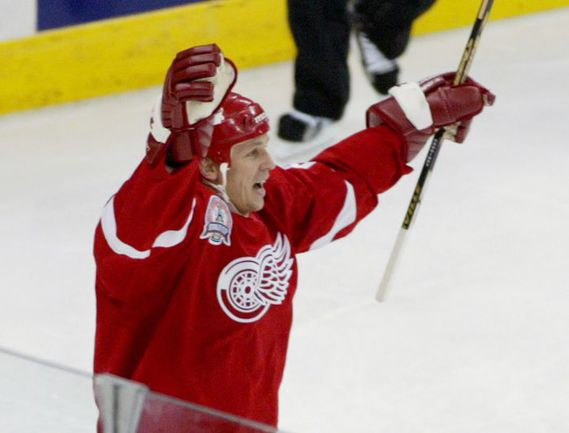 Июнь 2002 года. 41-летний Игорь ЛАРИОНОВ в финале Кубка Стэнли. Фото REUTERS