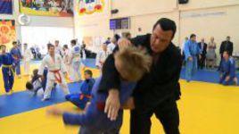 Стивен Сигал учит россиян драться