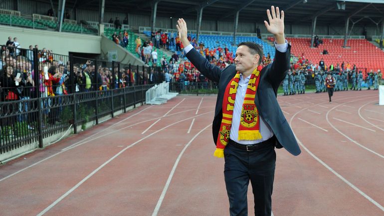 Дмитрий АЛЕНИЧЕВ заручился поддержкой болельщиков и пошел на принцип. Фото Андрей ВАРЕНКОВ, «СЭ»