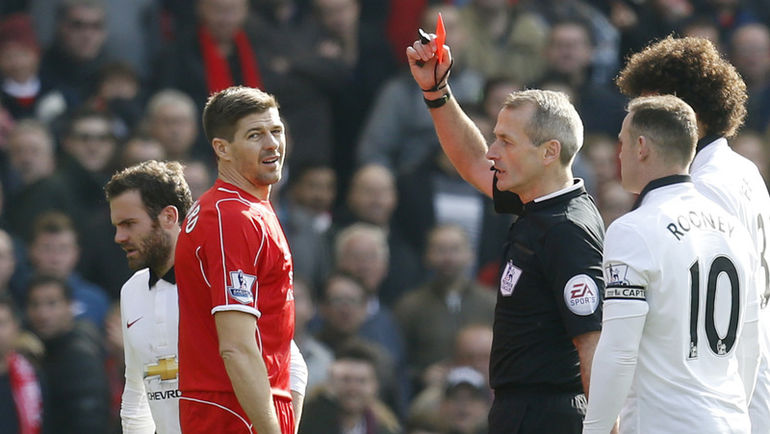 """Сегодня. Ливерпуль. """"Ливерпуль"""" - """"Манчестер Юнайтед"""" - 1:2. 46-я минута. Наверное, худшая минута Стивена ДЖЕРРАРДА на """"Энфилде"""". Фото Reuters"""