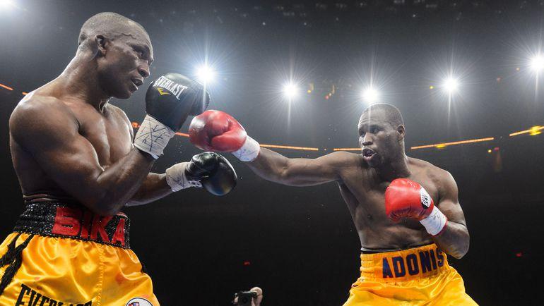 Суббота. Квебек. Адонис СТИВЕНСОН (справа) и Сакио БИКА. Фото AFP