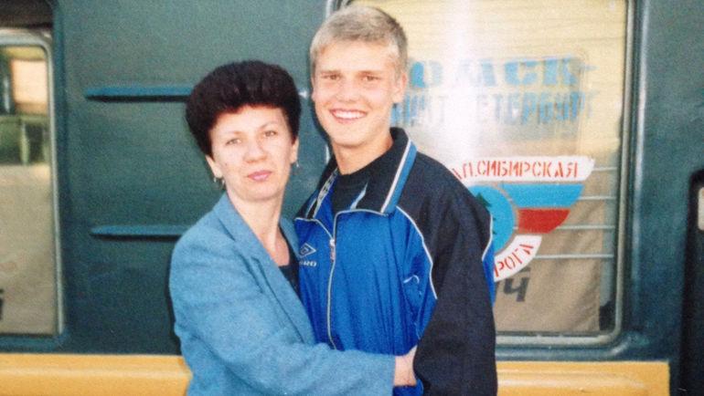2001 год. Елена ДЕНИСОВА с сыном Игорем. Фото Из личного архива Елены Денисовой