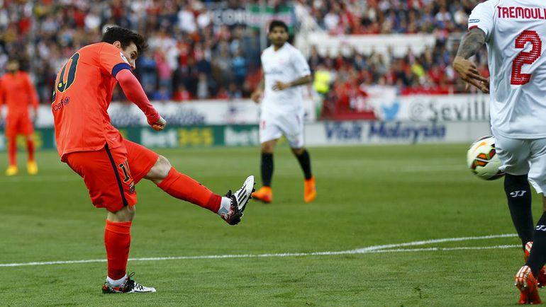 """Суббота. Севилья. """"Севилья"""" – """"Барселона"""" – 2:2. 14-я минута. Лионель МЕССИ открывает счет в матче. Фото Reuters"""