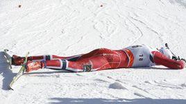 Петтер НОРТУГ - пока еще на финише лыжной гонки, а не на огневом рубеже.