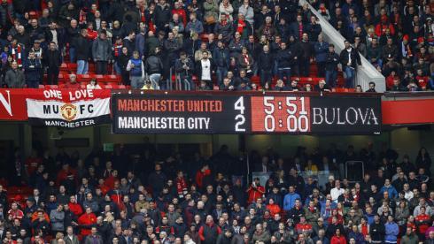 """Воскресенье. Манчестер. """"Манчестер Юнайтед"""" - """"Манчестер Сити"""" - 4:2. 27-я минута. Табло стадиона """"Олд Траффорд"""". Фото Reuters"""