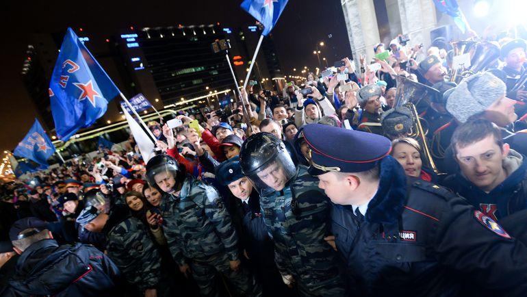 Сегодня. Пулково-2. В аэропорту СКА встречали тысячи болельщиков. Фото ХК СКА/SKA.RU/photo.khl.ru