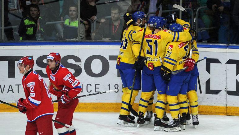 Сегодня. Мытищи. Россия - Швеция - 2:3 ОТ. Команда гостей празднует победу. Фото Федор УСПЕНСКИЙ, «СЭ»