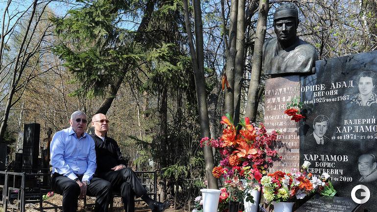 Сборная посетила могилу Харламова