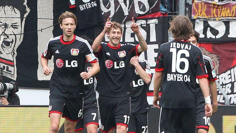 """Футболисты """"Байера"""" празднуют победу. Фото AFP"""