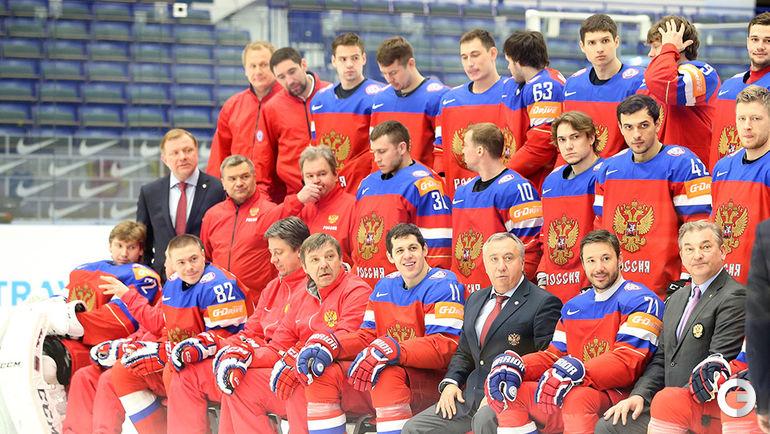 Сборную России по хоккею подсветили зонтами