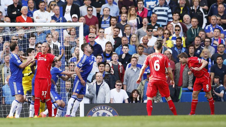 """Воскресенье. Лондон. """"Челси"""" - """"Ливерпуль"""" - 1:1. 44-я минута. Гол Стивена ДЖЕРРАРДА (справа). Фото Reuters"""