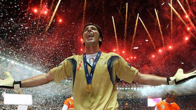 9 июля 2006 года. Берлин. Италия - Франция - 1:1. Пенальти - 5:3. Однажды Олимпийский стадион стал счастливым для Джанлуиджи БУФФОНА. Как будет на это раз? Фото REUTERS