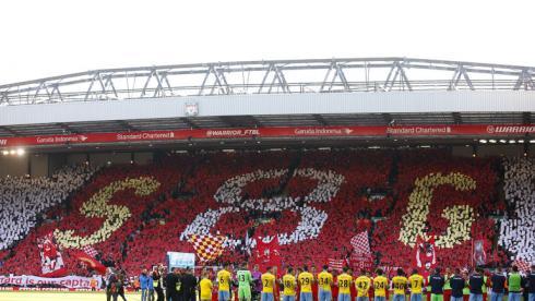 """16 мая. Ливерпуль. """"Ливерпуль"""" - """"Кристал Пэлас"""" - 1:3. Трибуны """"Энфилда"""" перед матчем были посвящены Джеррарду. Фото Reuters"""