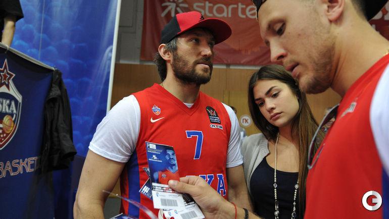 Овечкин посетил матч баскетбольного ЦСКА с девушкой