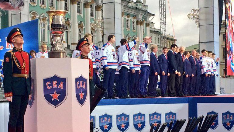 Суббота. Санкт-Петербург. В Петербурге прошел чемпионский парад СКА. Фото ХК СКА