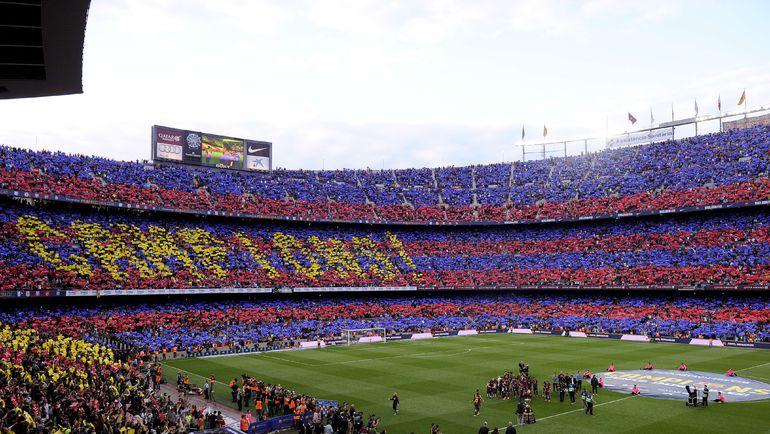 """Суббота. Барселона. """"Барселона"""" – """"Депортиво"""" – 2:2. Фанаты гранатово-синих приветствуют своих кумиров. Фото REUTERS"""