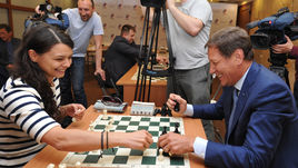 Костенюк и Жуков сыграли в шахматы в ОКР