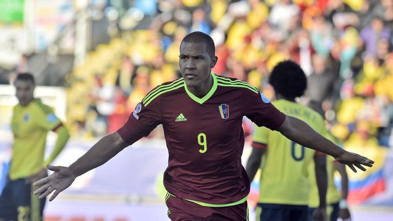 Воскресенье. Ранкагуа. Колумбия - Венесуэла - 0:1. Радость автора победного гола Саломона РОНДОНА. Фото AFP