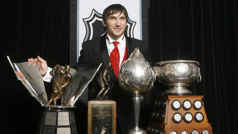 12 июня 2008 года. Торонто. Александр ОВЕЧКИН по итогам сезона-2007/08 выиграл сразу четыре индивидуальных приза. Фото REUTERS