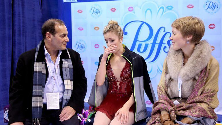 Тренеры Рафаэль АРУТЮНЯН (слева) и Надежда КАНАЕВА (справа) со своей подопечной Эшли ВАГНЕР. Фото AFP
