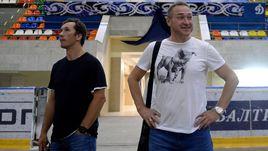 Суббота. Москва. Герман ТИТОВ (справа) и Вячеслав КОЗЛОВ со смешанными чувствами осматривают Малую спортивную арену в Лужниках, которая станет домашней для