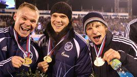 29 ноября 2007 года. Санкт-Петербург. Александр АНЮКОВ, Игорь ДЕНИСОВ и Андрей АРШАВИН получили золотые медали чемпионата России.