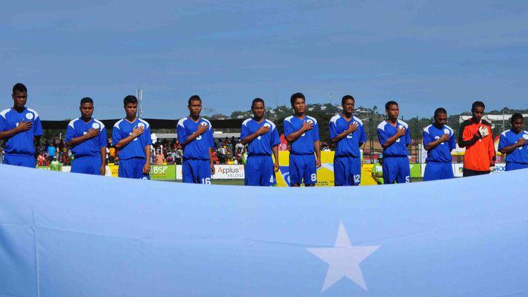 Сборная Микронезии перед игрок с командой Фиджи. Фото www.oceaniafootball.com