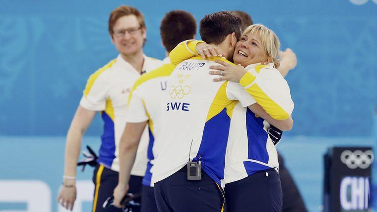 Ева ЛУНД и ее команда в олимпийском Сочи-2014. Фото AFP