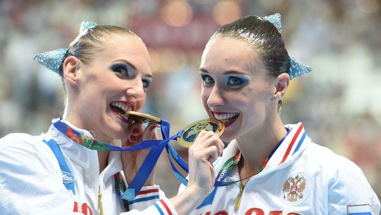 Четверг. Казань. Светлана РОМАШИНА (слева) и Наталья ИЩЕНКО. Фото AFP