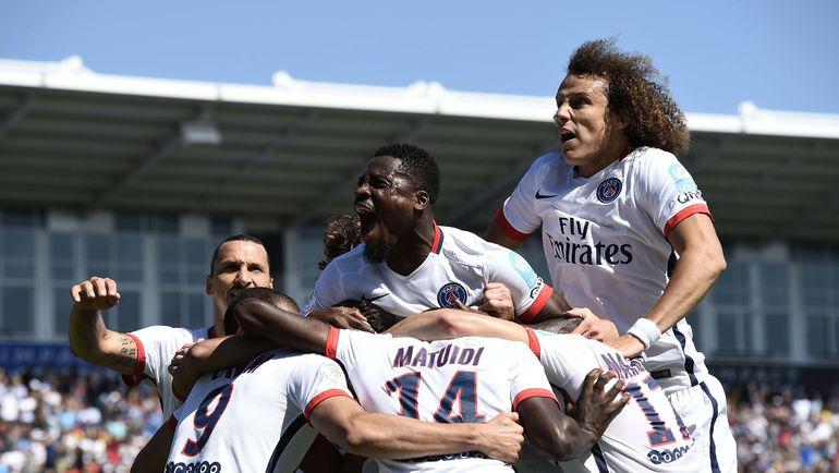 """Суббота. Монреаль. """"ПСЖ"""" - """"Лион"""" - 2:0. Парижане празднуют первый успех в сезоне. Фото AFP"""