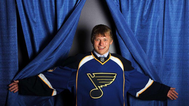 """25 июня 2010 года. Лос-Анджелес. Мгновение назад """"Сент-Луис"""" на драфте выбрал будущую звезду НХЛ. Фото Reuters"""