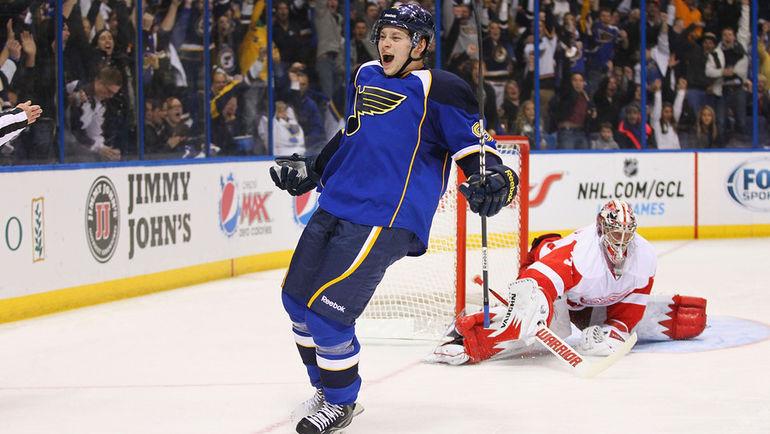 Владимир ТАРАСЕНКО празднует первый гол в НХЛ. Фото Reuters