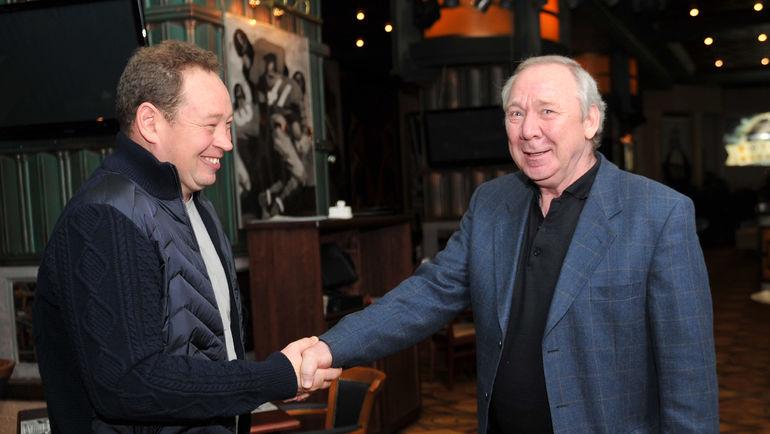 Олег РОМАНЦЕВ (справа) приветствует назначение Леонида СЛУЦКОГО. Фото Татьяна ДОРОГУТИНА
