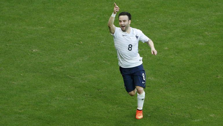 Матье ВАЛЬБУЭНА по-прежнему мечтает выходить на поле в каждом матче сборной Франции. Фото REUTERS