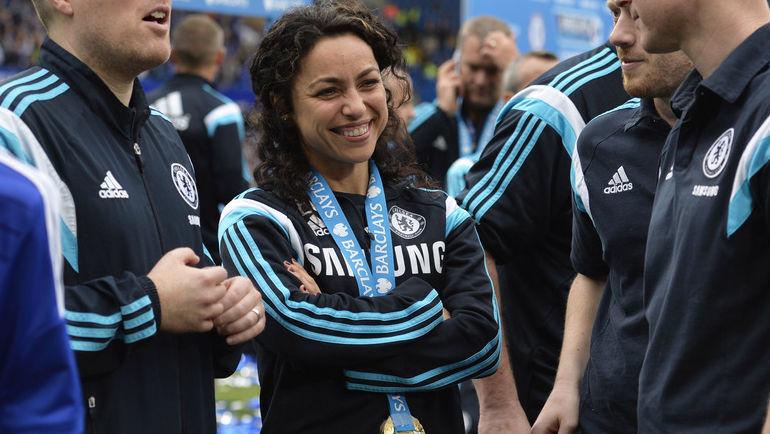 24 мая. Ева КАРНЕЙРО с медалью за победу в чемпионате Англии. Фото REUTERS