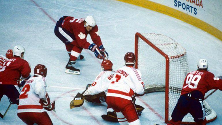 Матч между сборной СССР и родоночальниками хоккея на Кубке Канады-1987. Фото AFP
