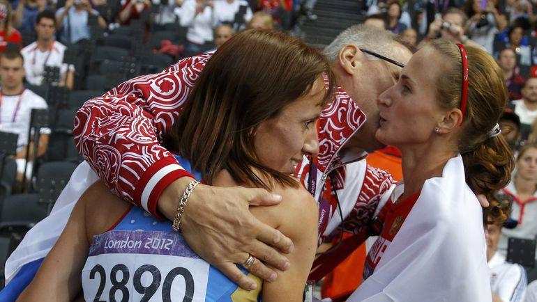 Екатерина ПОИСТОГОВА (справа) с Марией САВИНОВОЙ и Владимиром КАЗАРИНЫМ. Фото Reuters