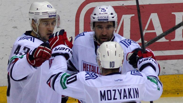 Ян КОВАРЖ (43), Данис ЗАРИПОВ (25) и Сергей МОЗЯКИН (10). Фото Игорь ЗОЛОТАРЕВ