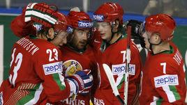 Братья Андрей (№ 23) и Сергей КОСТИЦЫНЫ (третий слева) и Владимир ДЕНИСОВ (№ 7) в отличие от выступающего за минское