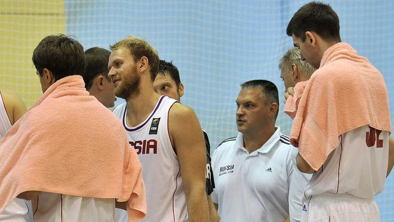 """Евгению ПАШУТИНУ (в центре) теперь будет сложно управлять командой. Фото Алексей ИВАНОВ , """"СЭ"""""""