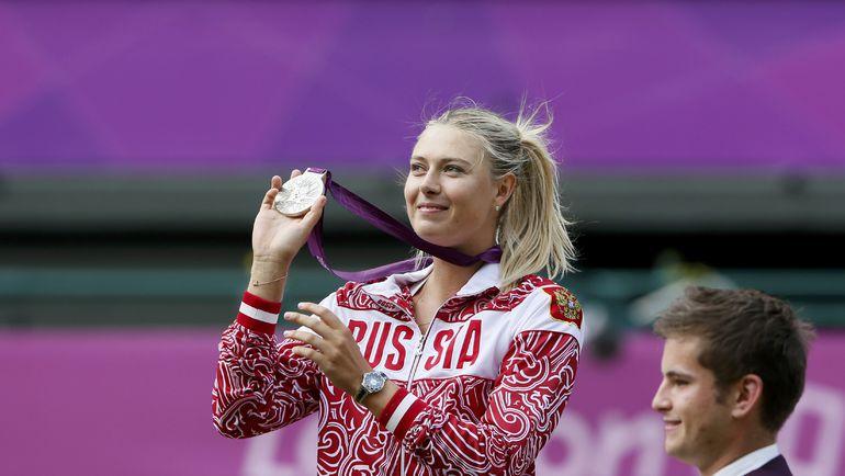 В финале олимпийского турнира в Лондоне Мария ШАРАПОВА проиграла Серене УИЛЬЯМС. Фото REUTERS