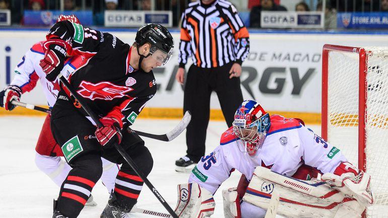 Владимир СОБОТКА (слева). Фото photo.khl.ru