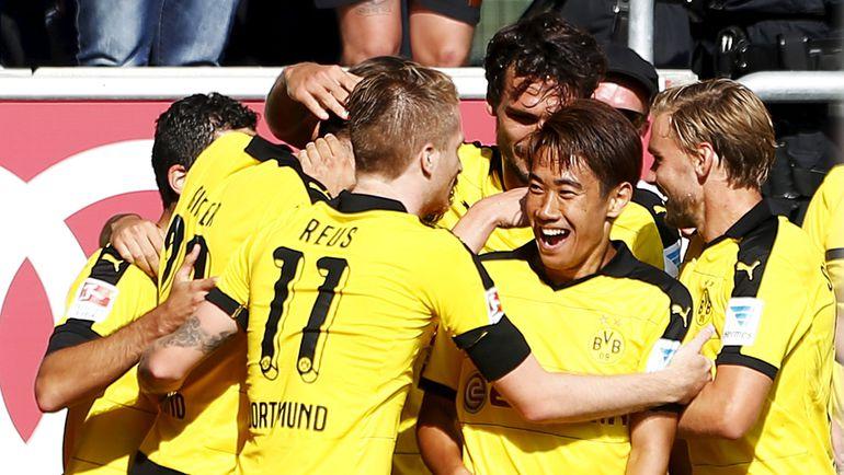 """Воскресенье. Ингольштадт. """"Ингольштадт"""" - """"Боруссия"""" Д - 0:4. Игроки дортмундского клуба празднуют забитый гол. Фото REUTERS"""