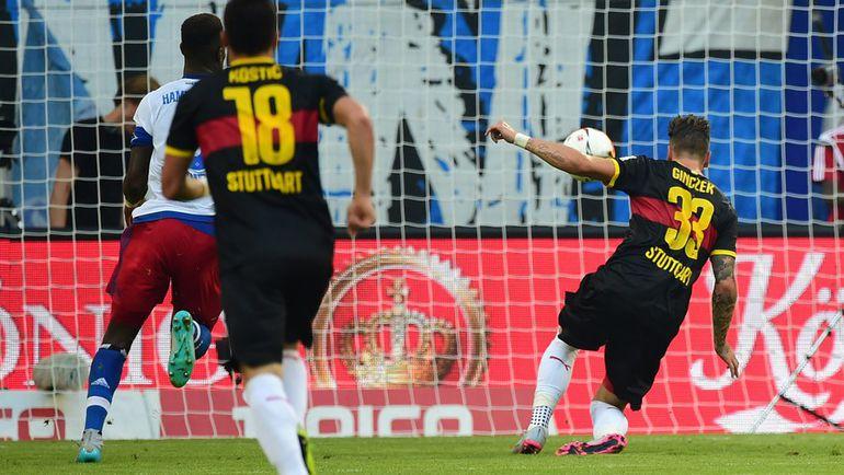 """Суббота. Гамбург. """"Гамбург"""" – """"Штутгарт"""" – 3:2. Даниэль ГИНЧЕК (справа) забивает второй гол. Фото AFP"""